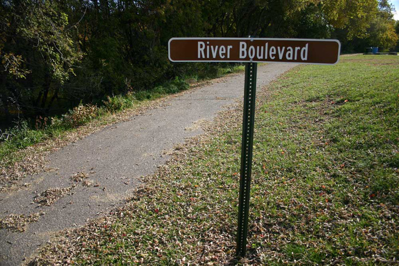 /upload/images/parks/river_blvd_greenway/sign-1.jpg