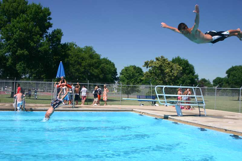 Public Swimming Pools With Diving Boards frank olson pool - city of sioux falls