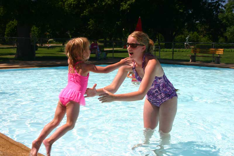 /upload/images/parks/mckennan_pool/mom-daughter-2.jpg