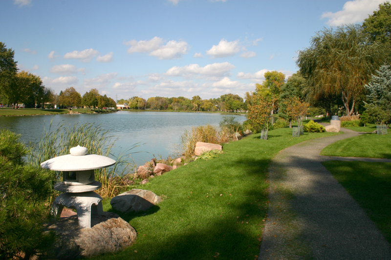 /upload/images/parks/terrace_japanese_gardens/lake-path 3.jpg