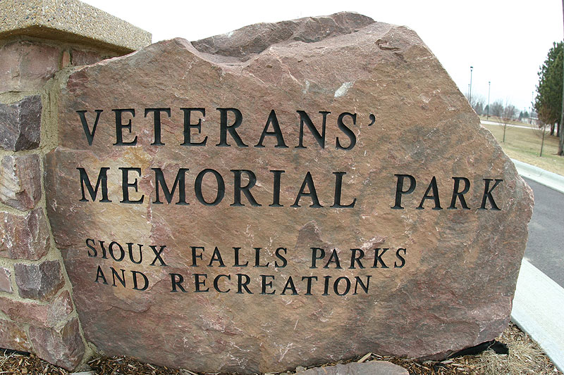 /upload/images/parks/veterans_memorial/veterans_mem_entrance_sign.jpg