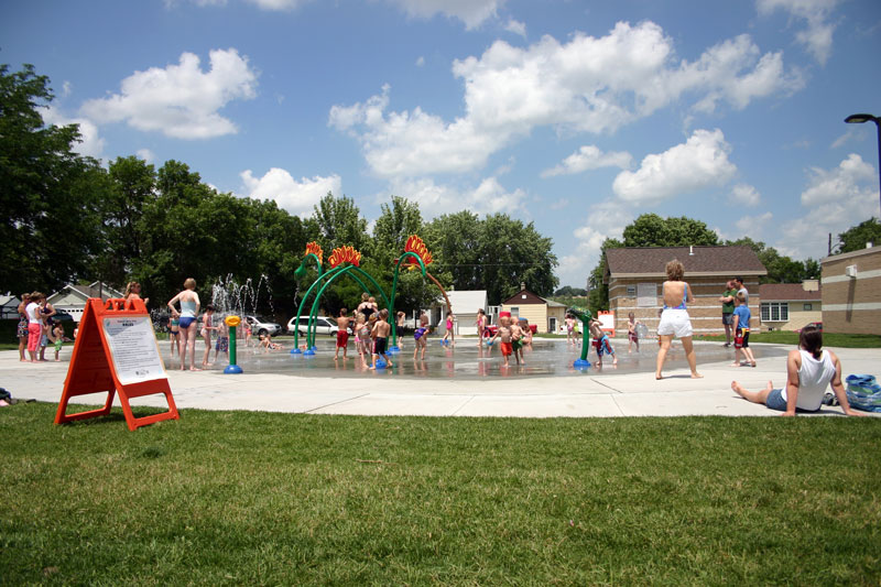 /upload/images/parks/pioneer_spray_park/spray_park_wide.jpg